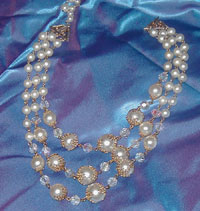 faux pearl and gold-tone filligree vintage necklace